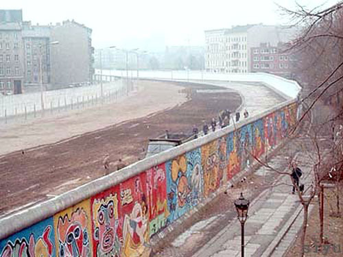 The Berlin Wall between East and West - by siyublog